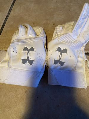 Under Armor left and right batting gloves Youth LG used in Girls Softball. for Sale in Scottsdale, AZ