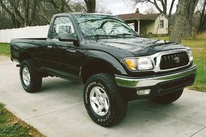 Runs and drives great automatic TOYOTA TACOMA 01 for Sale in Columbus, OH
