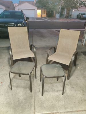 Patio chairs and side tables for Sale in Las Vegas, NV