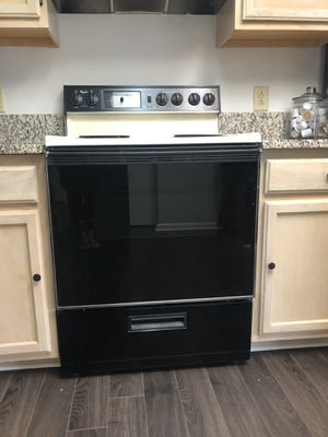 Whirlpool electric stove for Sale in Virginia Beach, VA