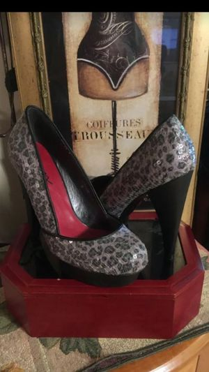 Size 8 misses designer heels cheetah print gray with clear sequins pristine p for Sale in Northfield, OH
