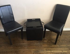 2 chairs and table for Sale in Raleigh, NC