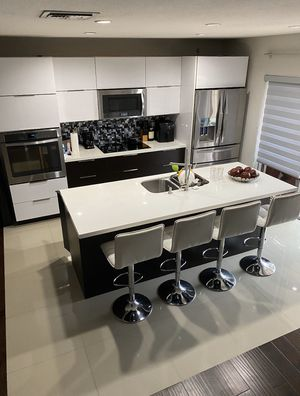 Modern kitchen cabinet Used counter quartz (no appliances) for Sale in Hialeah Gardens, FL