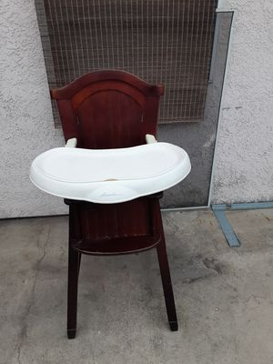 Nice high chair for a kid for Sale in Ontario, CA