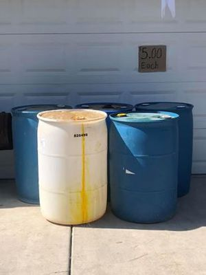 Empty barrels $5 each or $7 if you want them open. Barriles $ 5 cada uno o $ 7 si quieres abiertos for Sale in Tulare, CA
