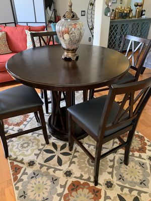 High top round dining table and chairs for Sale in Orlando, FL