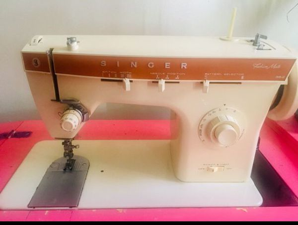 Singer vintage sewing machine with pedal antique zig zag