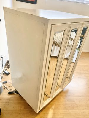 Z Gallerie White mirrored Dresser for Sale in Los Angeles, CA