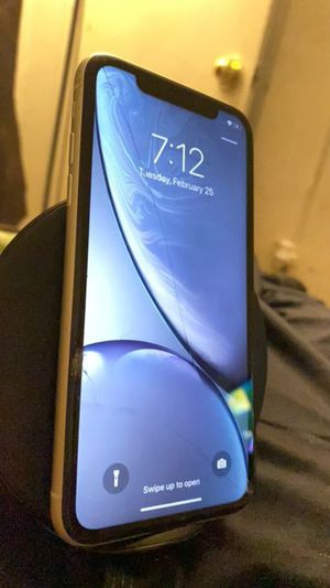 iPhone XR for Sale in Holyoke, MA