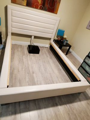Off white queen leather bed for Sale in Coral Springs, FL