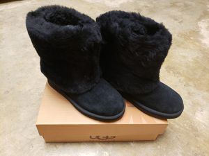 UGG BOOTS PATTEN BOOTIE BLACK WOMEN'S BOOT SIZE 6 for Sale in Pomona, CA