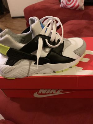 Nike Huarache size 4y Brand new Never worn for Sale in Silver Spring, MD