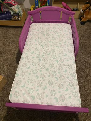 Toddler bed with mattress for Sale in Fresno, CA