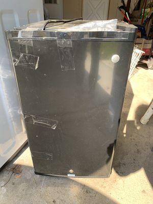 Dorm refrigerator for Sale in Wheeling, IL