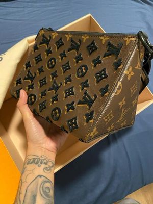 Louis Vuitton Triangle Messenger MONOGRAM 2020 SS for Sale in Montclair, CA