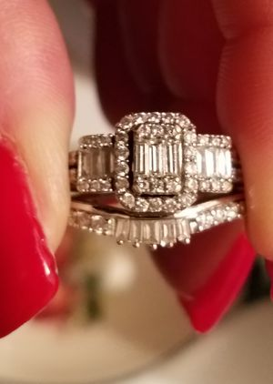 1k Engagement ring and wedding band for Sale in Reynoldsburg, OH