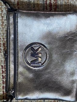Michael Kors Small Crossbody Purse for Sale in Aurora,  CO