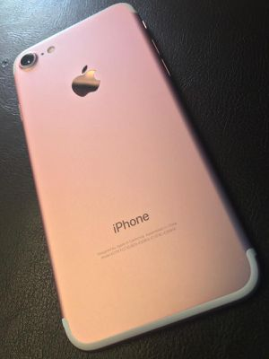 iPhone 7 factory unlocked for Sale in Plano, TX