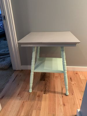 Pedestal End Table for Sale in Columbus, OH