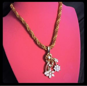 Beautiful Floral Crystal Necklace for Sale in Bremerton, WA
