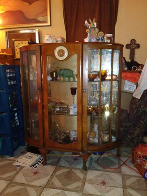 Antique curio cabinet have original key for it also for Sale in Pasadena, TX