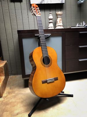 Yamaha Acoustic Guitar C40 Bundle for Sale in West Hollywood, CA