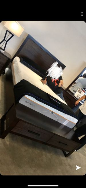 Queen size bed frame for Sale in Dallas, TX