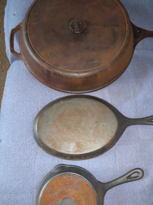 15 inch lodge skillet all 3 for $30 for Sale in Fairmont, WV