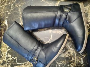 Girls boots like new size 3 woonsocket RI for Sale in Woonsocket, RI