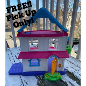 FREE Fisher Price Dollhouse for Sale in Waterbury, CT