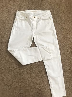 Michael Kors white skinny jeans in great condition size 6 for Sale in Snohomish, WA
