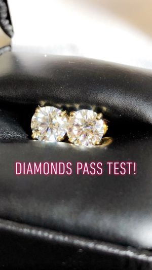 Custom diamond earrings, any shapes/color (diamonds passes test) for Sale in Hawthorne, CA