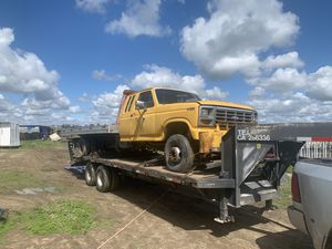 Ford F450 rollback 7.3 diesel needs some work good aluminum bed with wheel lift 3,500 for Sale in Temecula, CA