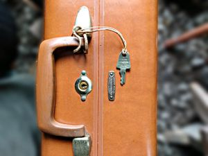 """Vintage 24"""" Samsonite Hard Shell Suitcase - Excellent Condition for Sale in Sherwood, AR"""