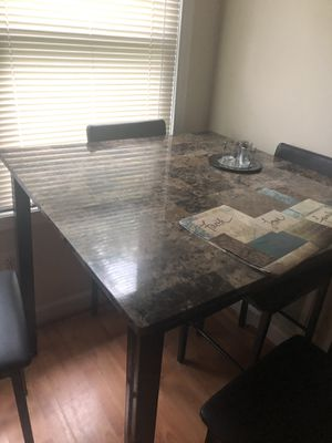Kitchen table ( small) for Sale in Severn, MD