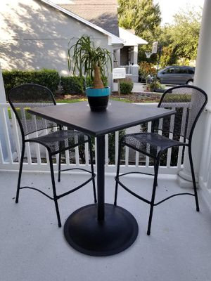 High top bar table with chairs. All steel for Sale in Orlando, FL