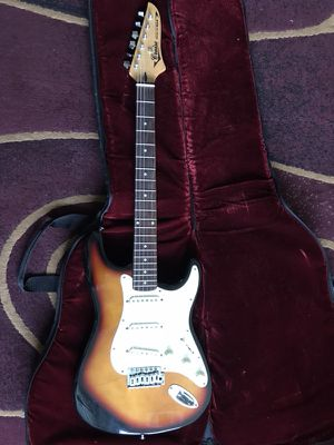 VMI Cruise Guitar for Sale in Bellaire, TX