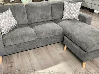 Grey Sofa Chaise for Sale in Oviedo,  FL