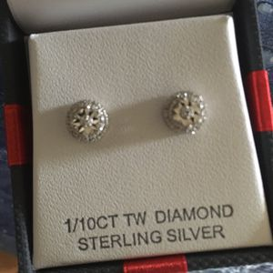 Diamond halo earring with sterling silver back for Sale in Queens, NY