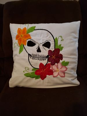 hand embroidered cushion ___ cojin bordado a mano for Sale in Haysville, KS