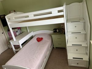 Princess-style twin size bunk beds. (1 Mattress included) for Sale in Pflugerville, TX