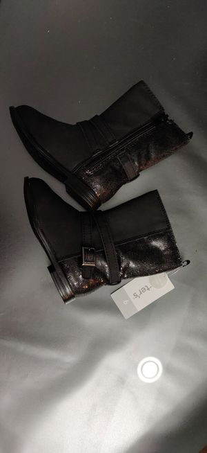 Toddler girl size 6 boots for Sale in Springfield, MA