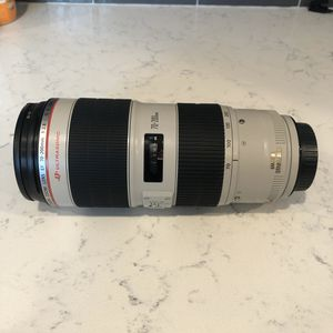 Canon EF 70-200mm f/2.8L IS II USM Telephoto lens with B+W UV Haze 1x glass filter (Germany) included. NEW & NEVER USED. for Sale in Covina, CA