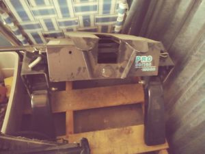 Pro series fifth wheel hitch for Sale in Glendale, AZ