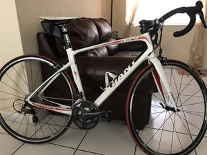 giant defy carbon road bike ultegra (m) for Sale in Miami, FL
