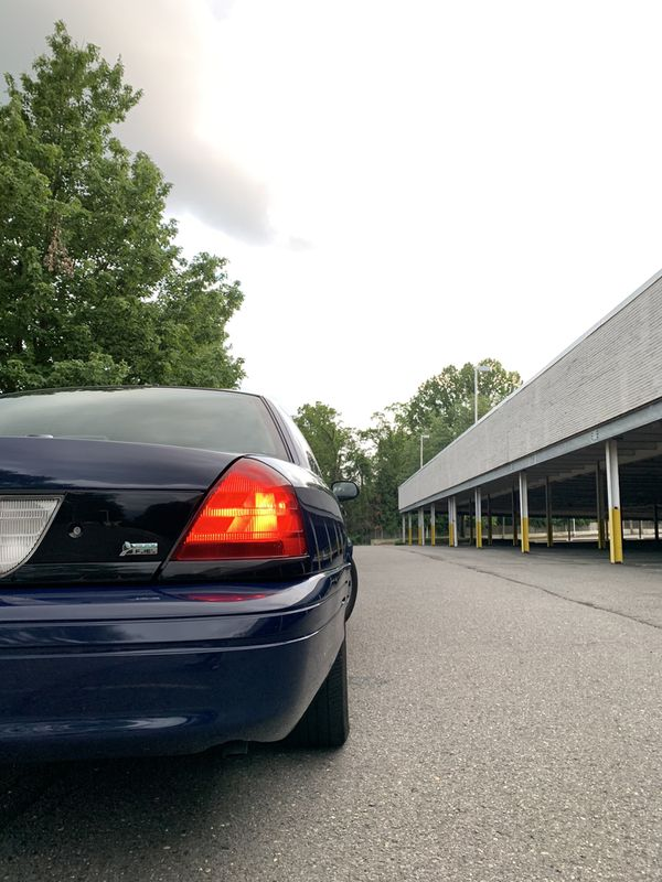 Ford Crown Victoria 2009 (212,300 miles)