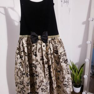 Girls New Black And Gold Dress Size 6 for Sale in Bradbury, CA