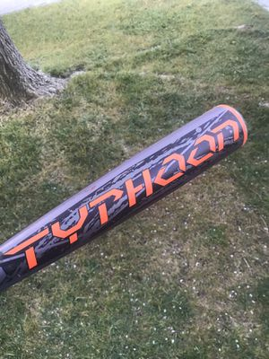 "Easton Adult baseball bat typhoon -5 2 5/8 diameter 32"" for Sale in Sacramento, CA"