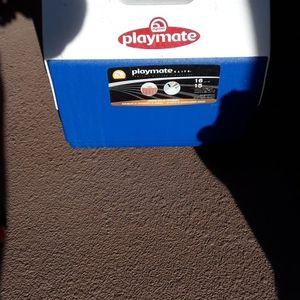 Igloo Playmate 16 Quart/ 15 Liter Cooler for Sale in Huntington Beach, CA