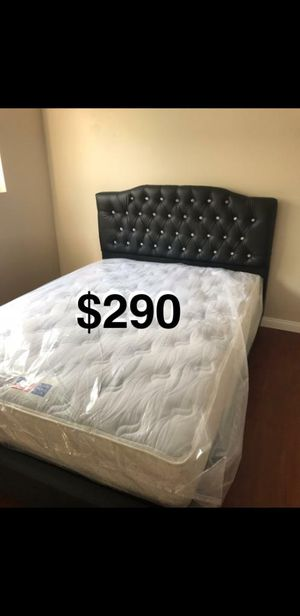 QUEEN BED FRAME W/ MATTRESS for Sale in Long Beach, CA